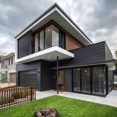 Gorgeous 10 Black House Exterior Ideas To Make Your House Looks More Awesome Modern House Exterior Awesome black exterior Gorgeous house ideas Black House Exterior, Exterior House Colors, Modern Exterior, Exterior Design, House Cladding, Exterior Cladding, Facade House, Timber Cladding, Casas The Sims 4