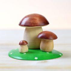 ✅ Cauti Jucarii din lemn? Descopera pe bumbutoys.ro Fructe si legume SET Ciuperci . Ciupercutele sunt vesele pentru ca nu sunt singurele. Apar întotdeauna in grup, multe și de mărimi diferite. Imprastiate pe sub pini, brazi si alți copaci. ... Mushrooms In Grass, Flying Pig Marathon, Hoopoe Bird, Dinosaur Puzzles, Meat Packing, Grey Heron, Baobab Tree, Spruce Tree, Figurine
