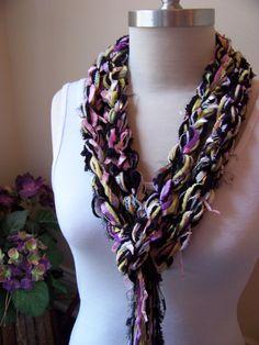 Crochet Scarf...The Pippy BUTTERFLY Skinny por sewstacy en Etsy, $20.00