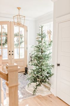 Christmas Home Tour 2019 - Kitchen Christmas Decor (a little rustic!) - and Christmas in our Living Room and Entries. Decorating Ideas, Farmhouse, and styling my coffee table for the Holidays! way table christmas decor Christmas Bedding, Christmas Towels, Christmas Living Rooms, Christmas Home, Christmas 2019, Merry Christmas, Foyer Decorating, Decorating Ideas, Christmas Bathroom Decor
