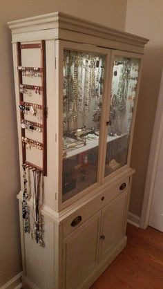 Awesome 10 Totally Ingenious Ways To Repurpose Bedroom Furniture