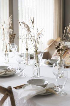 Dekk bordet med det du finner gratis ute i august Fall Table Settings, Autumn Table, Table Decorations, Interiors, Furniture, Home Decor, Decoration Home, Room Decor, Home Furnishings