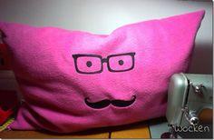 Nerdbrille+Moustache-Kissen