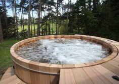 Great Tips For Landscaping Around A Hot Tub – Pool Landscape Ideas Pool Spa, Spa Jacuzzi, Jacuzzi Outdoor, Outdoor Spa, Hot Tub Backyard, Hot Tub Garden, Backyard Pools, Pool Decks, Pool Landscaping