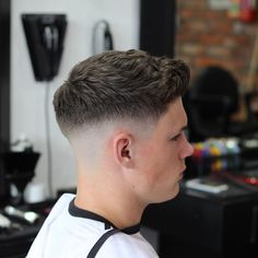 Wavy-Hairstyle-for-Men-with-Thick-Hair ~ Pelo-largo.com