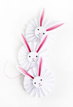 Do you enjoy Easter crafts? Here are 7 of the best Easter bunny crafts - some even come with free printables. Take a look at these cute Easter bunny crafts. Easter Art, Easter Crafts For Kids, Easter Bunny, Easter Decor, Kids Diy, Happy Easter, Easter Eggs, Spring Crafts, Holiday Crafts