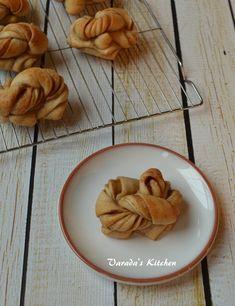 Varada's Kitchen: Swedish Cinnamon Knots / Kanelbullar