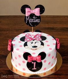Creative Cake Decorating For A Kid's Birthday Minni Mouse Cake, Bolo Do Mickey Mouse, Minnie Mouse Theme Party, Bolo Minnie, Minnie Mouse Birthday Cakes, Minnie Cake, Adult Birthday Cakes, Creative Cake Decorating, Birthday Cake Decorating