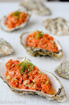 Basil or Vanilla: Oriental tartare with smoked salmon