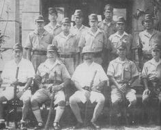 The General Kawaguchi (seated center) with his staff officers // El General Kawaguchi (sentado en el centro) con sus oficiales de Estado mayor