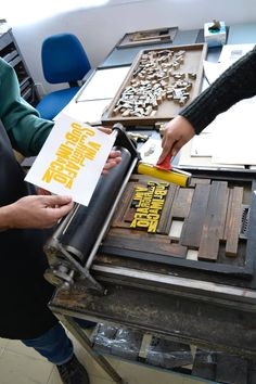 Printing Press, Silk Screen Printing, 3d Printing, Typography Inspiration, Design Inspiration, Rainy Day Crafts, Different Alphabets, Letterpress Printing, Book Making