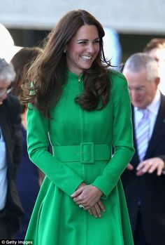 Green certainly becomes Kate Middleton!On the second last day of the royal tour, the Duchess of Cambridge pulled out all the stops in an emerald green Catherine Walker coat dress, while visiting the N. Prince Charles, Prince William Et Kate, Kate Middleton Prince William, William Kate, Kate Middleton Family, Looks Kate Middleton, Kate Middleton Photos, Camilla Parker Bowles, Duke And Duchess