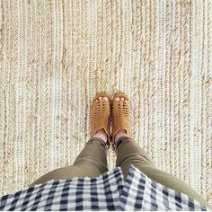 Subtle striped jute rug | @Blythe_and_Barnett
