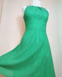 USED Woman Vintage Dress 50s Green Dress  Link in bio.📲 📦📍 #woman #vintage #dress #vintagestyle #50s #60s #70s #80s #90s #pinup #elegant #color #style Vintage Dresses 50s, 50s Dresses, Vintage Ladies, Formal Dresses, Dress Link, Green Dress, Pinup, Vintage Fashion, Woman