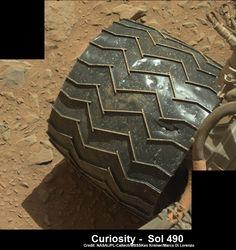 Το έδαφος του Άρη δεν είναι καθόλου φιλικό στο Curiosity rover - http://iguru.gr/2014/02/03/curiosity-wheels/