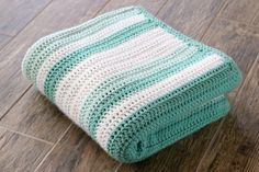 Love this simple striped crochet blanket!! :) #crochet