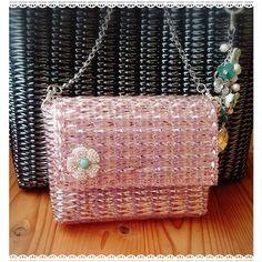 1カセで作れるバッグ。いい感じに出来たけれど、もう少しだけ横を大きくしようかな #ラメルヘンテープ #ワイヤーバッグ #キラキラバッグ  #すぐに出来ちゃう #ピンクのバッグ