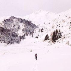 Pour ce triptyque sur la rando à la neige, voici la magnifique image de @pvignaux dans le Couserans en Ariège. #TourismeMidiPy #MidiPyrenees #france #tourism #holiday #vacation #travel #ariege