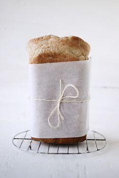 vi pakker pakken rundt ferdig brød på denne måten