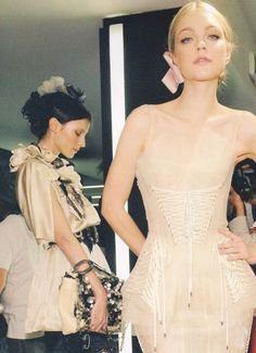 Jessica Stam & Anna Kuchkina backstage at Dolce and Gabbana Spring 2009 - love the ribbon and flowers in the hair Couture Fashion, Paris Fashion, Runway Fashion, High Fashion, Designer Lingerie, Luxury Lingerie, Fashion Images, Fashion Details, Jessica Stam