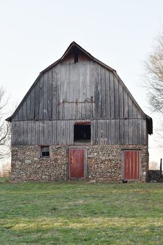 Homestead Update: The Barn and Planting Perennials - Rocky Hedge Farm Farm Barn, Old Farm, Country Barns, Country Life, Country Living, Country Roads, Country Charm, American Barn, Barn Pictures