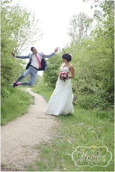 Fun Crazy wedding pictures - Trouwfotografie Trouwfoto Bruidsfotograaf Almere - Wedding Photography - Wonder Fotografie - http://www.wonder-fotografie.nl