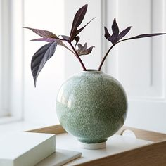 The stunning, small moss Unico vase is perfect for the style-conscious design lover with a penchant for unique art and history. Ikebana, Flower Vases, Flower Arrangements, Table Flowers, Keramik Vase, Interior Decorating, Interior Design, Arte Floral, Scandinavian Design