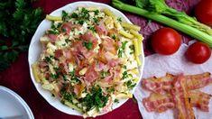 Pár kousků dokřupava vypečené slaniny dodává tomuhle jednoduchému salátu neodolatelnou chuť. Hodí se jako rychlá večeře, oběd do krabičky do práce nebo pohoštění na piknik. Nejlíp chutná, když ho necháte chvíli rozležet vchladu. Feta, Potato Salad, Potatoes, Chicken, Ethnic Recipes, Noodle Salads, Potato, Cubs