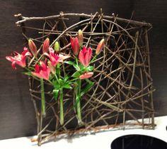 Takken samenbinden, 3 pipetten van bij AVEVE vasthechten met ijzerdraad en bloemen ...
