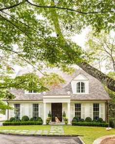 New house front landscaping curb appeal shutters ideas Colonial Cottage, Cottage Homes, Style At Home, Exterior Paint, Exterior Design, House Landscape, Landscape Designs, Front Yard Landscaping, Boxwood Landscaping