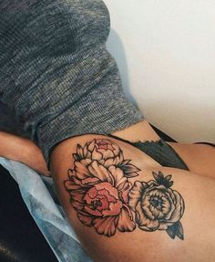 Thigh tattoos for women piercing tattoo, floral thigh tattoos, hip thig Pretty Tattoos, Sexy Tattoos, Beautiful Tattoos, Body Art Tattoos, Tattoos For Women, Tatoos, Tattoo Hip, Female Tattoos, Ink Tattoos
