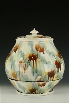 Large Linda Sikora jar.