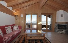 Apartment Plein Ciel Veysonnaz Apartment Plein Ciel offers accommodation in Veysonnaz. The property boasts views of the mountain and is 200 metres from Ski Lift Veysonnaz - Thyon. Ski Lift, Outdoor Furniture, Outdoor Decor, Bed, Hotels, Mountain, Europe, Home Decor, Cottage House