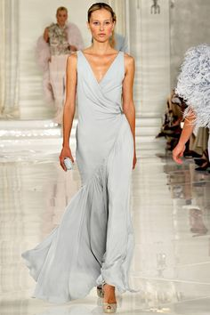 Flapper fashion on the runway: Here's the Ralph Lauren Spring 2012 Ready-to-Wear Collection, full of beautiful pastels, luscious textures and glamour. Blue Fashion, Look Fashion, High Fashion, Fashion Show, Womens Fashion, Runway Fashion, Fashion Spring, Fashion Beauty, Beautiful Gowns