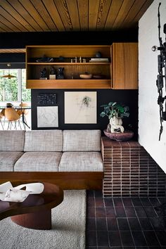 6 Trends That Interior Designers Are Happy to Keep Around Next Year Mid Century Modern Living Room Designers Happy Interior trends Year Contemporary Interior, Modern Interior Design, Modern Decor, Modern Furniture, Furniture Design, Industrial Furniture, Furniture Ideas, Furniture Nyc, Furniture Websites