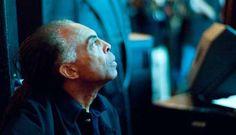 """Dia 19 de dezembro, às 15h, o Sesc Itaquera recebe no Palco da Orquestra Mágica, o cantor Gilberto Gil, que apresenta o show """"Festa na Fé"""". A apresentação conta com músicas de trabalhos recentes e também grandes sucessos do artista. Enquanto o show não chega, assista ao videoclip de """"Esperando na Janela"""" [youtube]http://www.youtube.com/watch?v=5S-ZrxBkqKU&feature=related[/youtube]"""