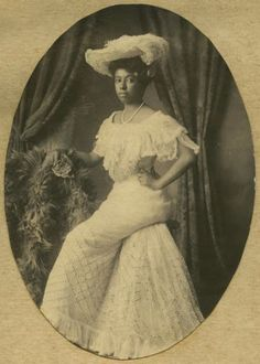 100 Years of African American vintage photography from the end of slavery in the to the Black. Belle Epoque, Vintage Black Glamour, Vintage Beauty, Vintage Style, Foto Real, American Photo, Victorian Women, Victorian Photos, Victorian Artwork