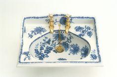 Victorian Toilet, Victorian Bathroom, Vintage Bathrooms, Blue Bathrooms, Blue And White China, Blue China, Victorian Style Homes, Victorian House, Basin Sink