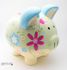 Daisy Floral Ceramic Personalized Piggy Bank en verde, amarillo y azul The Little Couple, Cute Little Things, Personalized Piggy Bank, Porcelain Ceramics, Nursery Art, Pottery Barn, Baby Shower Gifts, Daisy, Just For You