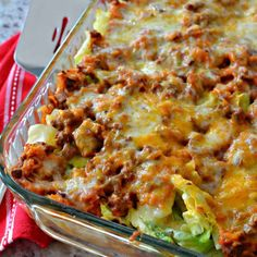 Cabbage Roll Casserole (Deconstructed Cabbage Rolls) After you finish cooking the cabbage simply layer cabbage, cooked beef mixture, cheese, cabbage, cooked beef mixture and cheese in the skillet. Cabbage Roll Casserole, Beef Casserole, Casserole Recipes, Casserole Dishes, Sauteed Cabbage, Fried Cabbage, Cabbage Salad, Unstuffed Cabbage Rolls, Gastronomia