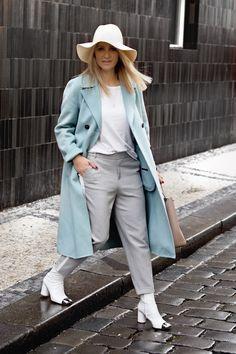 Škola stylu BACKSTAGE: co, kam a jak nosit & uděláme z vás profesionálního stylistu. Blue Coats, Duster Coat, Cool Outfits, Blues, Normcore, Style Inspiration, Stylus, Elegant, Womens Fashion