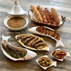 Petit-déjeuner marocain. Goûter marocain. Goûter à la marocaine. Présentation à la marocaine. Moroccan food. Moroccan breakfast. Moroccan tea. Baghrir. Moroccan Breakfast, Baby Food Recipes, Cooking Recipes, Morrocan Food, Tunisian Food, Tapas, Food Test, Food Decoration, Food Goals