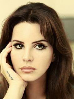Lana Del Rey  Genteee que mulher é essa? É beleza demais!!!