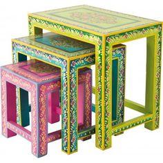 Set de tables d´appoint oriental en manguier. Un style ethnique et un joyeux mélange de couleurs marquent cette ambiance insouciante. Table d'appoint Ibiza 3/set Kare Design