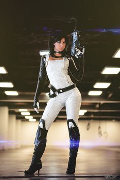 Character: Miranda Lawson / From: BioWare's 'Mass Effect' Video Game Series / Cosplayer: Cynthia Drachovsky (aka Biseuse, aka Robin Art & Cosplay) / Photo: Shashin kaihi Photography (Marcel Vincent) / Event: Paris Comics Expo (2015)