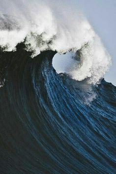 Big Blue Ocean No Wave, Image Nature, All Nature, Amazing Nature, Deep Blue Sea, Dark Blue, Sea Waves, Water Waves, Sea And Ocean