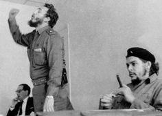 Fidel Castro ed Ernesto Che Guevara ai tempi dei barbudos Fidel Castro Che Guevara, Che Guevara Images, Anti Capitalism, Communism, Socialism, Monica Bellucci Young, Ernesto Che Guevara, Viva Cuba, Elliott Erwitt