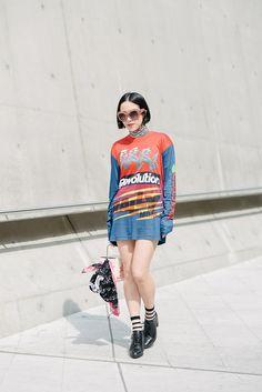 (via Street Style at Seoul Fashion 2014 - Vogue)