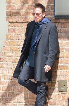 Kiefer Sutherland - Kiefer Sutherland Having A Smoke