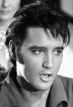 Elvis (very handsome - great photo) Beautiful Voice, Beautiful Men, Hello Gorgeous, Rock And Roll, Elvis 68 Comeback Special, Burning Love, Elvis Presley Photos, Lisa Marie Presley, Most Handsome Men